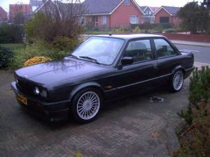 photo BMW Série 3 - 325i [E30]
